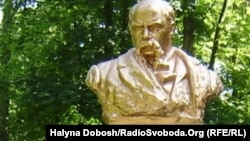 Бюст Шевченку в Івано-Франківському парку (ілюстраційне фото)