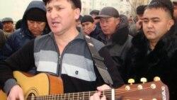 Жанат Есентаев поёт нефтяникам в Актау