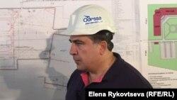 Губернатор Одесской области Михаил Саакашвили инспектирует ход строительства нового терминала аэропорта. Одесса, 4 сентября 2015 года.