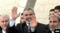 اسماعیل هنیه نخستوزیر کابینه فلسطینی و محمود الزهار وزیر کشور تشکیلات خودگردان در سال ۲۰۰۶ که هر دو از گروه حماس بودند.