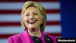 АҚШ президенттігіне Демократиялық партиядан кандидат Хиллари Клинтон.