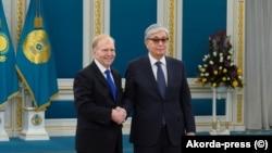 Посол США Уильям Мозер и президент Казахстана Касым-Жомарт Токаев в Акорде. Нур-Султан, 27 марта 2019 года.