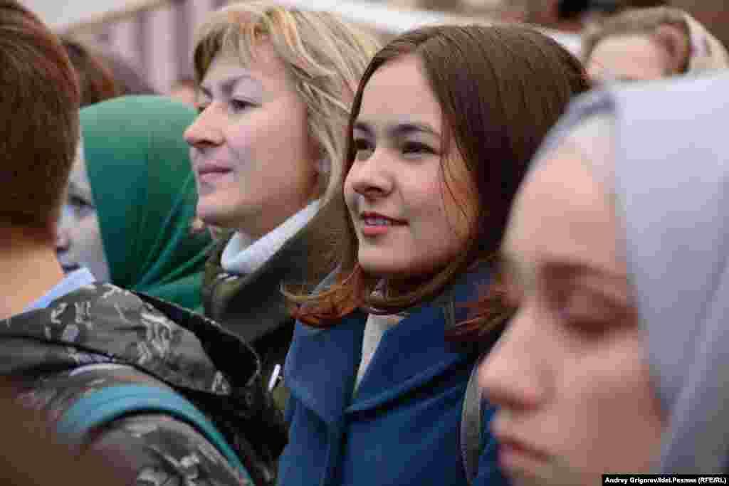 В ноябре прошлого года представители народов Россиинаписали письмо Путину, в котором просили гарантировать преподавание национальных государственных языков субъектов Российской Федерации в средних учебных заведениях в рамках обязательной учебной программы.