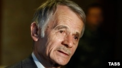 Crimean Tatar leader Mustafa Dzhemilev at a news conference in Kyiv on May 5