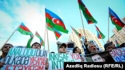 Baku. Protestçiler. Arhiw suraty