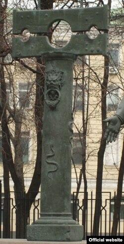 """Одна из скульптур под названием """"Беспамятство"""""""