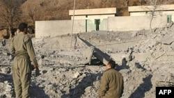 صحنه ای از محل بمباران هواپیماهای ترکیه در منطقه قندیل کردستان عراق