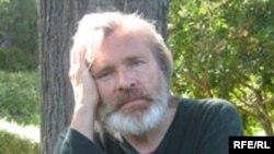 Сегодня Олег Видов живет в Малибу пригороде Лос-Анджелеса, в артистической колонии «Малем». Его ближайшие соседи – Шер, Мартин Шин, Барбра Стрейзанд,.