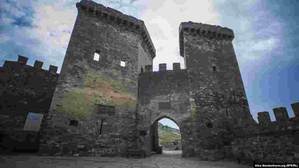 Цю фортецю облягали і ворожі війська, і туристи