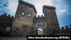 Объект под угрозой: спасти Генуэзскую крепость в Крыму (фотогалерея)