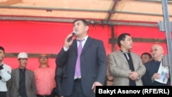 "Ata-Jurt party leader Kamchybek Tashiev exhorted the crowd to ""take power"" ahead of the violence."