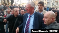 Сторонники Шешеля приветствуют его в Белграде 12 ноября 2014 года