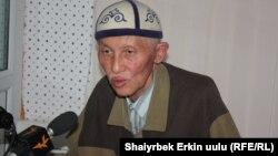"""Дастан Сарыгулов в студии """"Азаттыка"""", Бишкек, 30 августа 2011 года."""