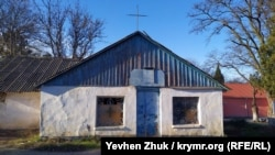 Закрытый храм в поселке