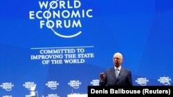 Учредитель и исполнительный президент Давосского форума Клаус Шваб выступает на открытии 48-го форума, 22 января 2018 г.