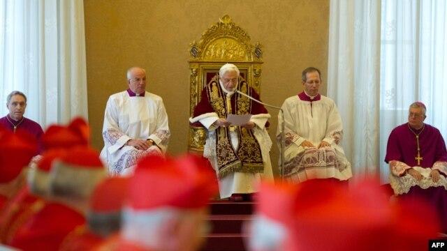 Papa Benedict al XVI-lea la un consistoriu ordinar de la Vatican, înaintea anunţului privind renunţarea la fotoliul pontifical. 11 februarie 2013