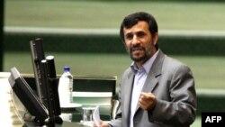 محمود احمدینژاد، رئیس دولت دهم در مجلس شورای اسلامی