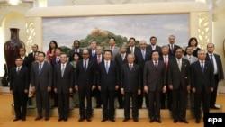 Встреча гостей Азиатского банка инфраструктурных инвестиций (AIIB) с президентом Китая Си Цзиньпином, 24 октября 2014 года.