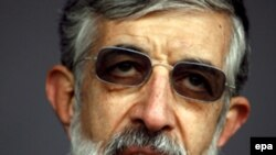 آقای حداد عادل برخی کشورهای غربی را متهم کرده است که از تمام امکانات رسانه ای خود برای اهانت به مقدسات اسلام استفاده می کنند. (عکس: EPA)