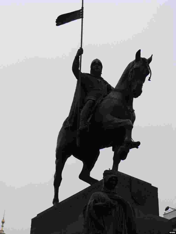 Памятник святому Вацлаву - Казахские беженцы свою акцию протеста провели прямо перед памятником святому Вацлаву. Акция политического протеста беженцев из Центральной Азии в истории чешского государства прошла впервые.