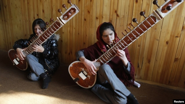Students at the Kabul Music Academy play sitars.