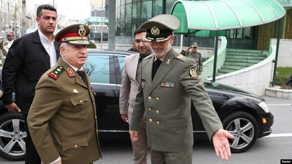 علی عبدالله ایوب، وزیر دفاع سوریه (سمت چپ) در سفر اخیرش به تهران