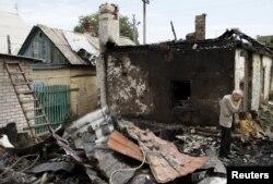 Зруйнований внаслідок обстрілу будинок у Донецьку. 17 серпня 2015 року