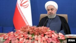 حسن روحانی موضوع درخواست سران و مقامهای دیگر کشورهای جهان برای دیدار را در نشست تولیدکنندگان و فعالان صنایع پتروشیمی و فولاد مطرح کرد.