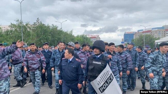 Полицейские пострадали в ходе вчерашних митингов