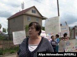 Есік қаласының тұрғыны Любовь Турова. 1 мамыр 2013 жыл.