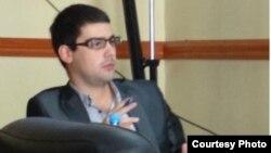 Стефан Чичевалиев, дипломиран правник, магистер по деловно право.