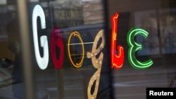 Google компаниясының бас кеңсесіндегі жазу. АҚШ, Нью-Йорк, 8 қаңтар 2013 жыл.