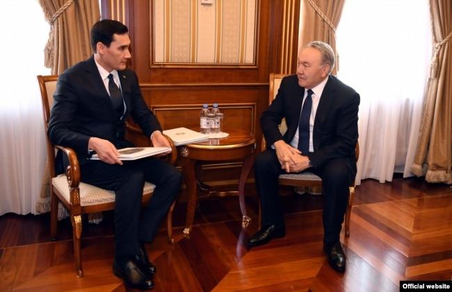 Serdar Berdimukhamedov (left), then a deputy in Turkmenistan's parliament, meets in Astana in March 2018 with then-Kazakh President Nursultan Nazarbaev.