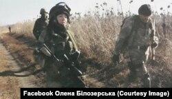 Олена Білозерська, доброволець ДУК ПС та іі побратими на завданні. Донбас, 6 листопада 2014 року