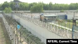 На территории тюрьмы в Казахстане.
