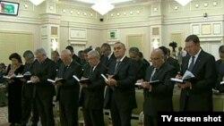 Высокопоставленные чиновники Туркменистана на встрече Кабмина в Ашхабаде.