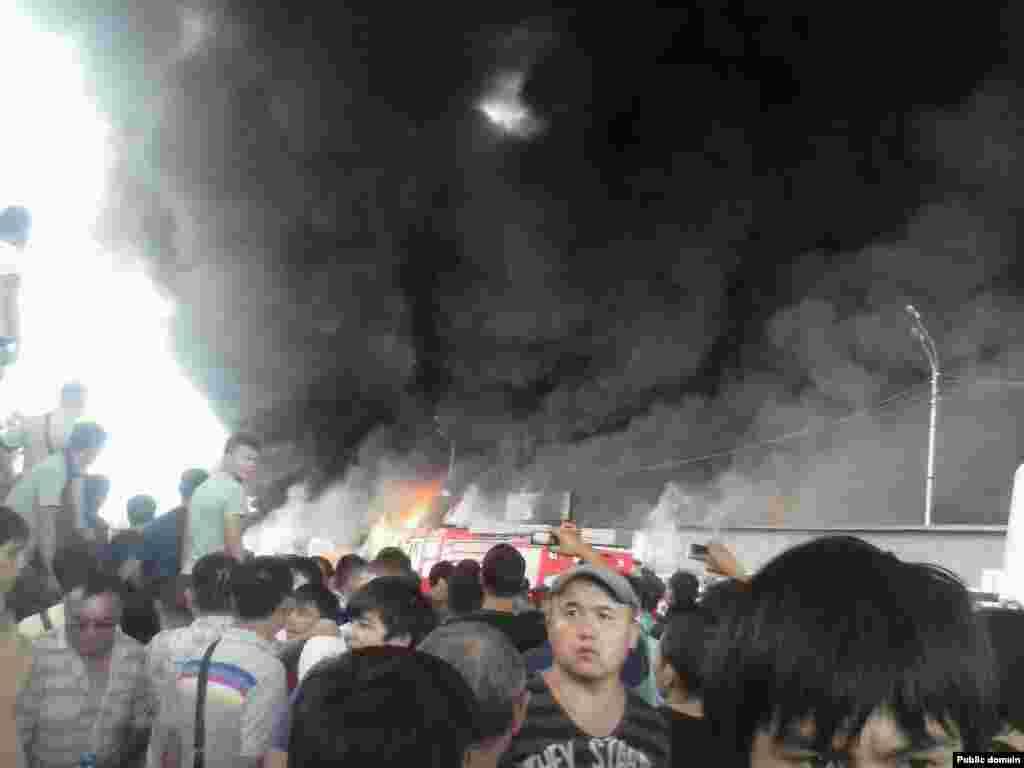 13 сентября на алматинской барахолке, крупнейшем вещевом рынке города, случился крупный пожар. Возгорание началось на рынке «Олжа» и вскоре перекинулось на рынок «Аян»,сообщили местные СМИ. По данным департамента по чрезвычайным ситуациям Алматы, площадь пожара предварительно оценивается в 300 квадратных метров.