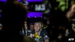 Фаластин делегацияси раҳбари Аъзам ал-Аҳмад Мисрда журналистлар саволларига жавоб бермоқда.