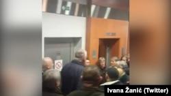 Pristalice SRS fizički su napali NVO aktiviste uoči promocije knjge Vojislava Šešelja, Stari grad 05. februar 2020.