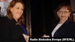 Jelena Lovrić prima nagradu