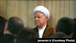 اکبر هاشمی رفسنجانی ۸۲ ساله ریاست مجمع تشخیص مصلحت نظام را برعهده دارد.