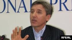 "Болат Абилов, председатель партии ""Азат""."