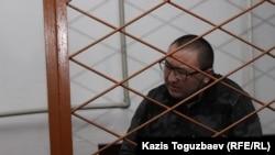 Жұлдызбек Тәуірбеков сот отырысында сұраққа жауап беріп жатыр. 4 желтоқсан 2019 жыл.