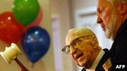 Ուոլթեր Բրյուինգը ծննդյան 113-ամյակին նվիրված մի միջոցառման ժամանակ, 21-ը սեպտեմբերի, 2009թ.