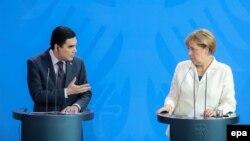 Түркіменстан президенті Гурбангулы Бердімұхаммедов пен Германия канцлері Ангела Меркель. Германия, Берлин, 29 тамыз 2016 жыл.