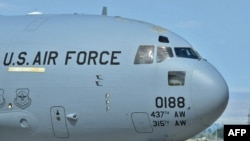 Kyrgyzstan -- US Soldiers board a plane to Afghanistan from the US airbase Manas, 23Jul2010