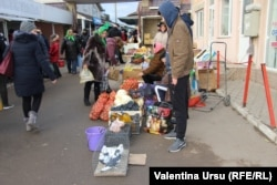 La piața din Florești