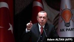 Реджеп Тайїп Ердоган розповідає про інцидент на зустрічі з функціонерами владної Партії справедливості і розвитку, Анкара, 17 листопада 2017 року