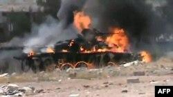 Pamje e djegies së një tanku gjatë luftimeve në Siri
