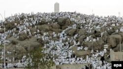 Кульминационный ритуал хаджа - восхождение и стояние на священной горе Арафат